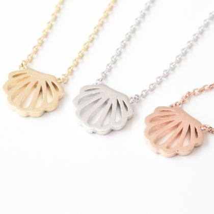round seashell necklace ( rose gold )